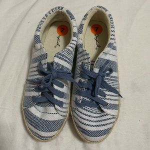 Qupid Brand New Clothes Shoes with Stripe 7M